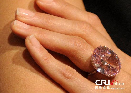 绝世宝石粉红之星钻石亮相 拍卖价超6000万美元