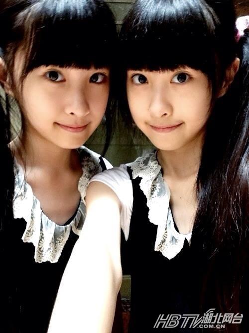 台湾萝莉双胞胎姐妹花走红 清纯可爱人人点赞