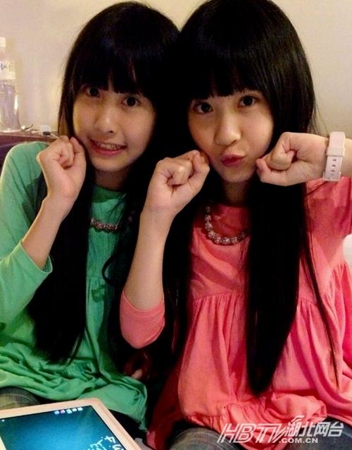 台湾萝莉双胞胎姐妹花vs北大最帅孪生兄弟