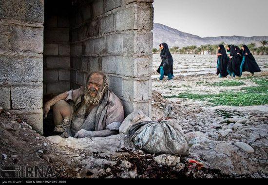 伊朗八旬老翁60年不洗澡 爱吃动物死尸吸食粪便