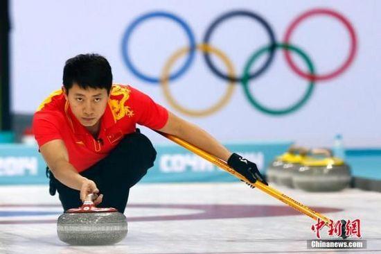 索契冬奥会:中国男子冰壶绝杀英国 挺进四强