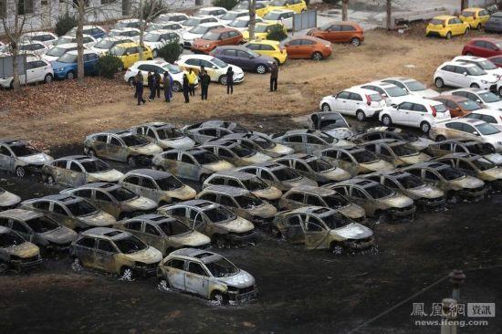 郑州停车场大火后的场景 人民网房产