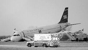 起飞滑行时爆胎美国客机机头触地