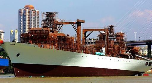 """中国海军903型综合补给舰下水 福池级被称航母""""奶妈"""""""