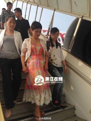 """浙江""""美女跑路老板""""被押解回国 称在非洲过得很不好"""