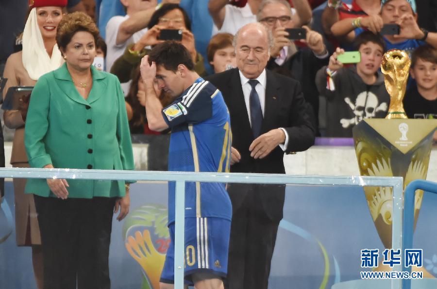 马拉多纳:梅西不配得金球奖 换上阿圭罗是败笔