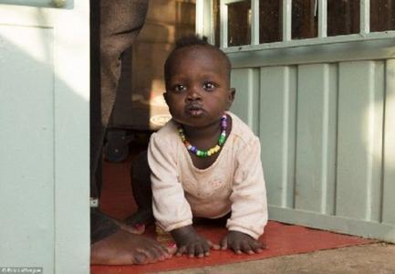 非洲可爱黑婴儿