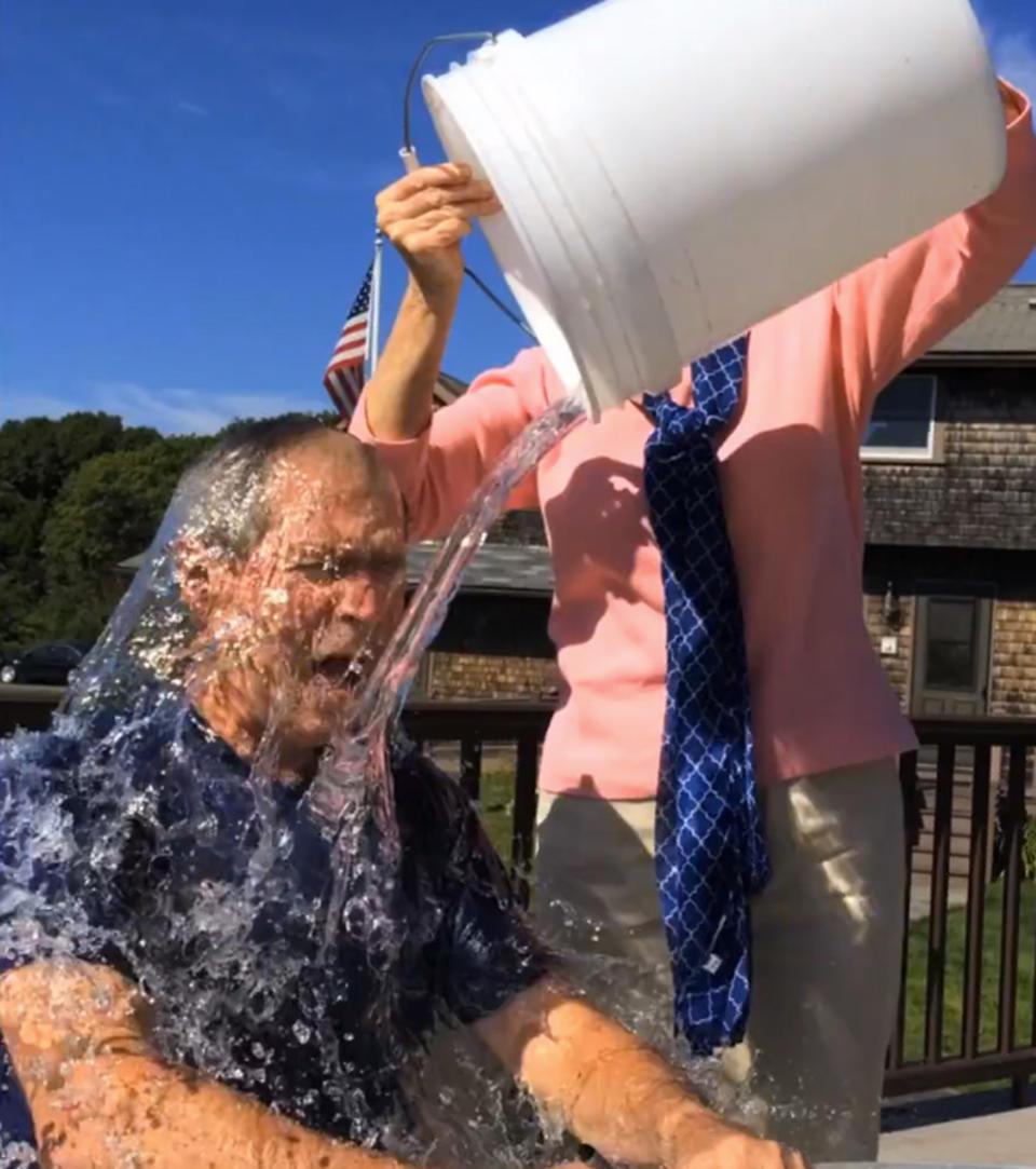 统小布什接受 冰桶挑战 点名叫板克林顿 -打印文章