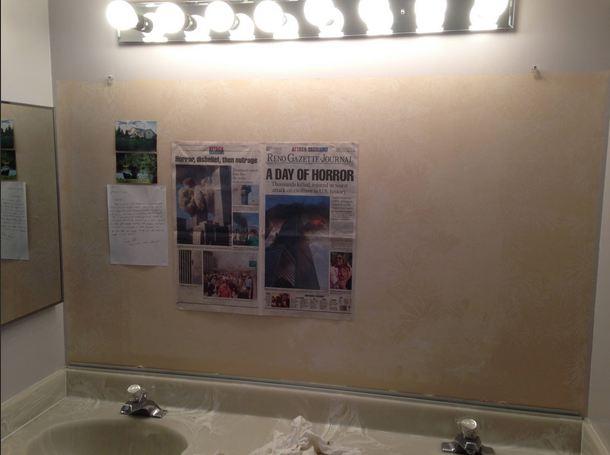 """毛骨悚然!瑞达华州夫妇在浴室镜子后发现前屋主""""时空胶囊""""_图1-1"""