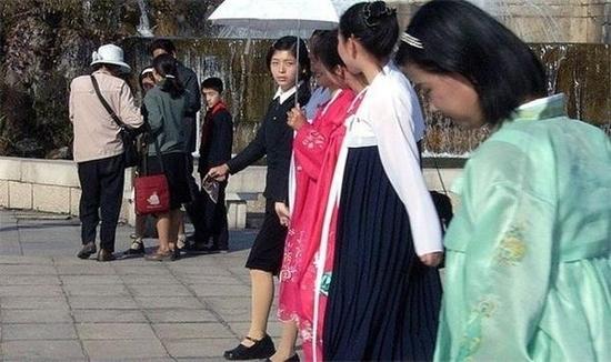 全是原装美女 实拍朝鲜各行业美女空姐最时髦最漂亮_图1-1