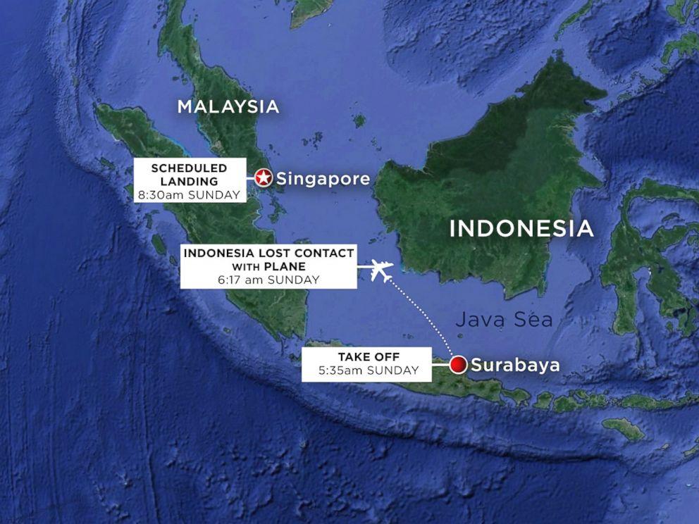 亚航QZ8501班机飞行路线及失联前应在位置。(美联社图)   美国海军桑普森号驱逐舰预定30日抵达搜索区域。美国海军第七舰队在声明中称,美方正在与印尼政府合作,以确认其他可能的海面或空中支援能力,来更好地帮助搜寻。   据《今日美国》报道,这些舰船和飞机此前的搜查焦点是一个只有70平方海里、水深只有150英尺的海域。   29日,印尼、马来西亚、新加坡、澳大利亚四国出动约30艘船只、15架飞机分别展开海面和空中搜寻。搜寻集中在勿里洞岛东部和北部海域,分为7个区域进行。   印尼搜救机构负责人29