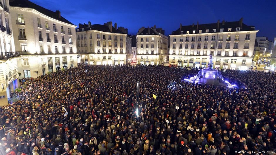 适合 巴黎 法国 剑桥大学/恐袭后巴黎市民悼念遇难者