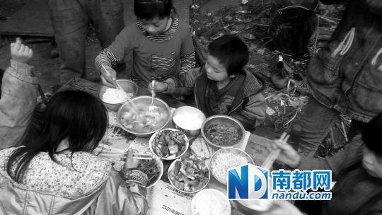 四川男子生11个孩子自认存钱不如存人 过年穷开心(图)_图1-2