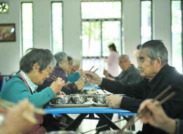 成都八旬老人在敬老院相识坠入爱河 1个多月后闪婚