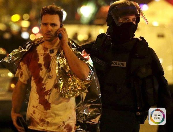 恐怖分子袭击巴黎 巴黎人却勇敢地敞开自家大门(图)_图1-1