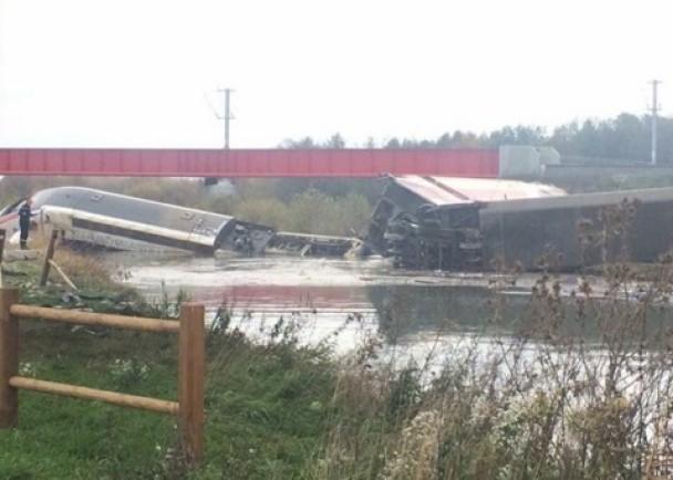祸不单行!巴黎恐袭后法国高铁出轨增至10人死32人伤_图1-1