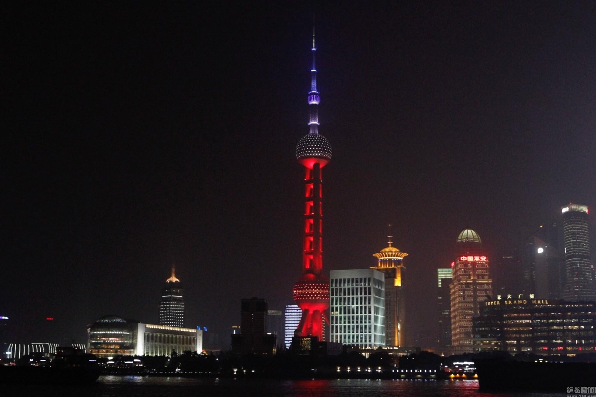 上海东方明珠亮法兰西色:力挺法国不等于中国人没有心结_图1-1
