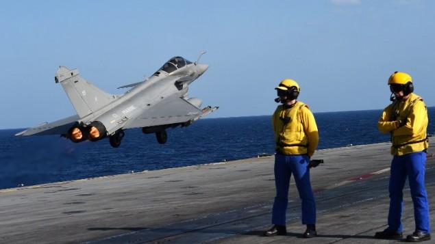 法国的复仇!战机从戴高乐航母起飞 对IS据点展开首轮轰炸_图1-1