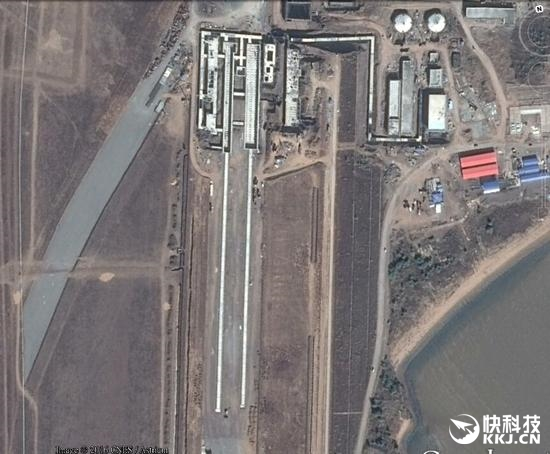 中国第3艘航母曝光!疑似第3条弹射跑道现身(图)_图1-1
