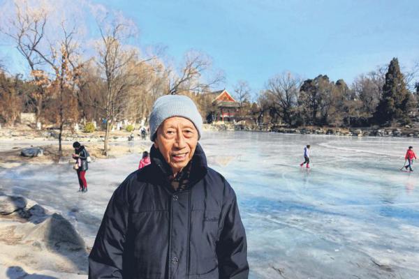 """北大退休教授梁英明当年是归国印尼华侨,但他也认为,中国政府应该保持敏感度,不要模糊了""""华人""""与""""华侨""""的区别。"""