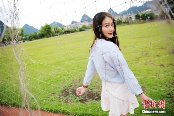 广西高校高颜值学姐代言拍摄2016年招生宣传照