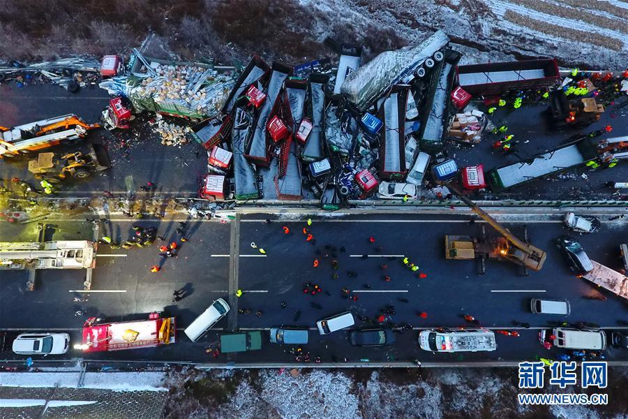 (XHDW)(1)京昆高速山西段37车相撞已致4死40伤