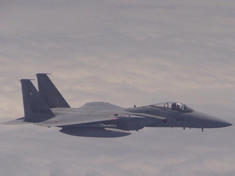 专家:日本F15被中国战机咬尾 被迫发射干扰弹逃逸_图1-1