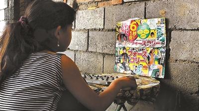 """""""塑料王国""""里的孩子:以垃圾为生 废注射器是玩具_图1-3"""