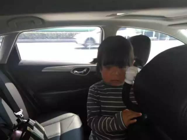 3岁女孩被反锁暴晒车内 亲妈去应聘2小时后才回来