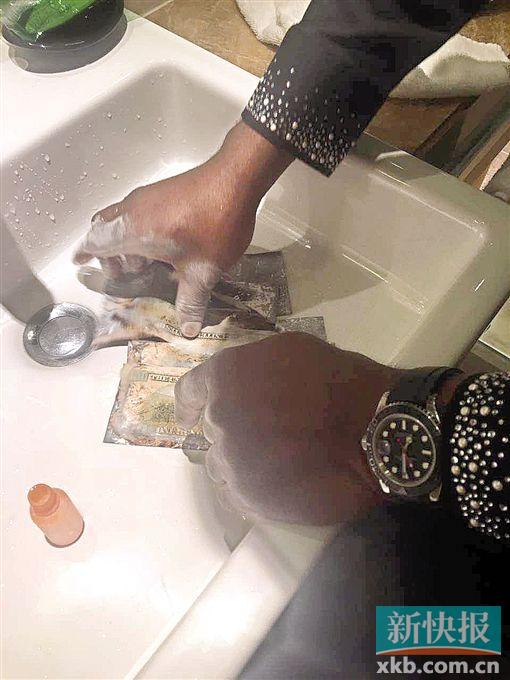 """一张黑纸""""洗澡""""就能变美元? 她信了,结果被骗425万元"""