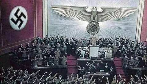 2中国人行纳粹礼被抓,为啥世界都为德国警方点赞?_图1-4