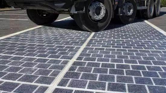厉害!全球首段光伏高速公路亮相 路面即充电宝