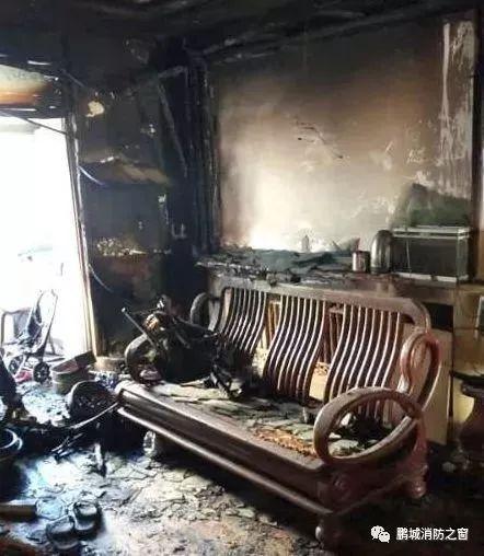 家里刚着过火 这家人却在废墟上笑着拍了全家福_图1-4