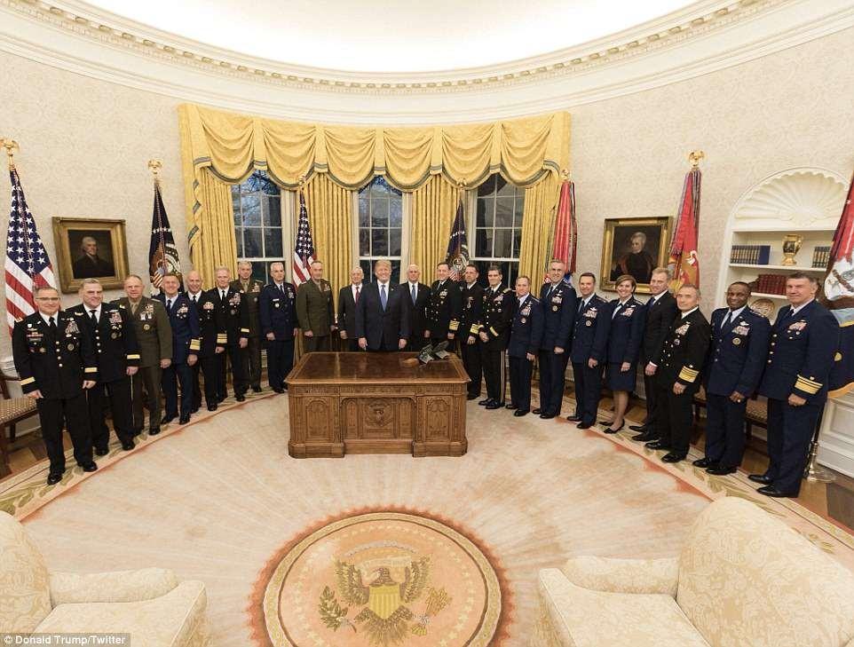 为空袭叙利亚造势? 川普发出高级将领齐聚白宫照片_图1-2