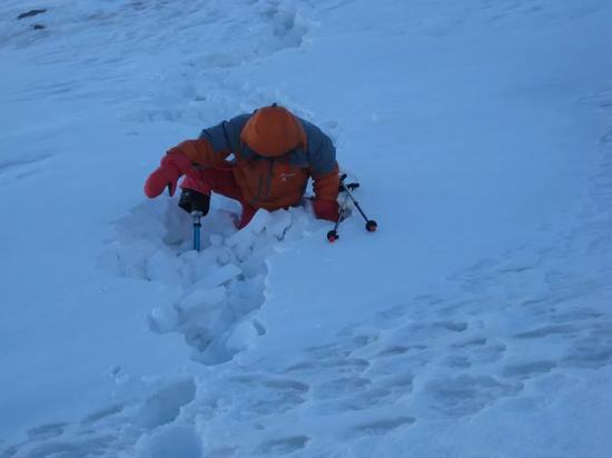 中国69岁无腿老人成功登顶珠峰:8844.43米 他用了43年_图1-3