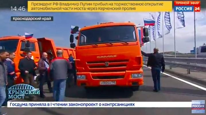 不猛不普京!66岁俄总统刚刚驾卡车跨海峡进入克里米亚!_图1-3