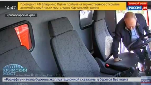 不猛不普京!66岁俄总统刚刚驾卡车跨海峡进入克里米亚!_图1-4