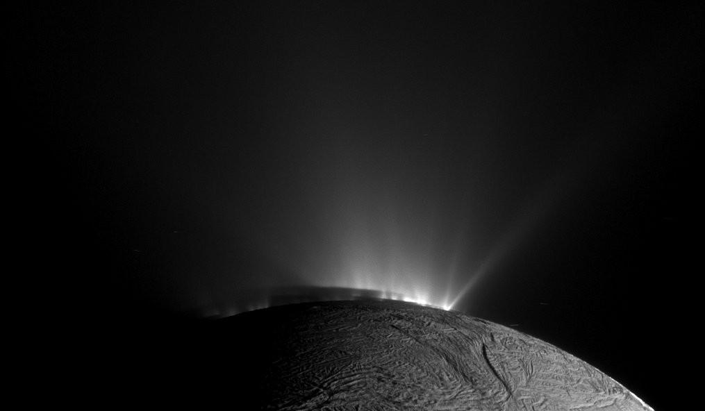 """外星生命迹象?科学家在土卫二深处找到""""最佳证据""""_图1-1"""