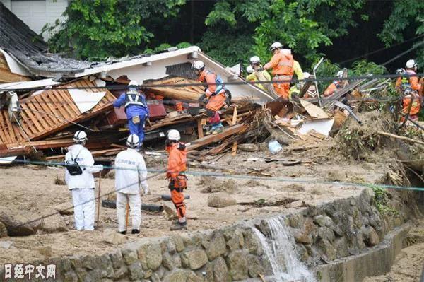 """日本暴雨夺走上百条性命 预警当天安倍却在""""把酒言欢""""_图1-5"""