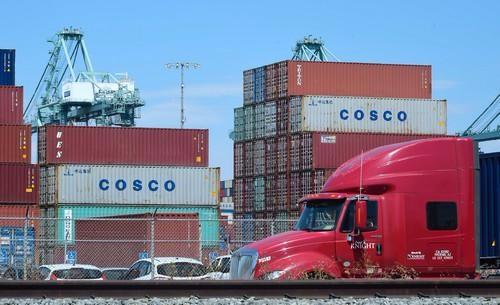 中美贸易战殃及世界各国 引发对世界经济前景担忧_图1-1