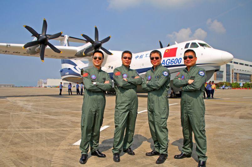 中国最大两栖飞机成功完成转场 准备水上首飞_图1-5