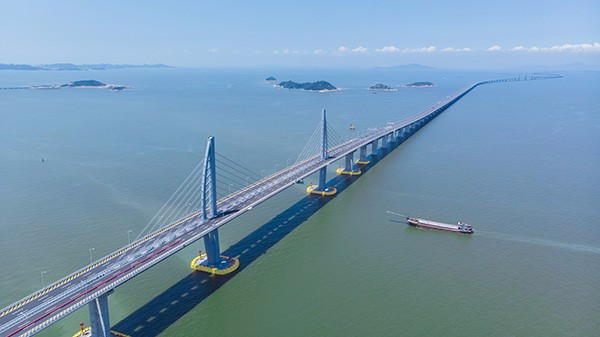 过港珠澳大桥 香港投资者去中山投资