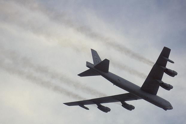 美国太平洋空军:两架B-52轰炸机飞越南海_图1-1