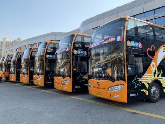 上海街头迎来全球首批人工智能观光巴士(多图)_图1-4
