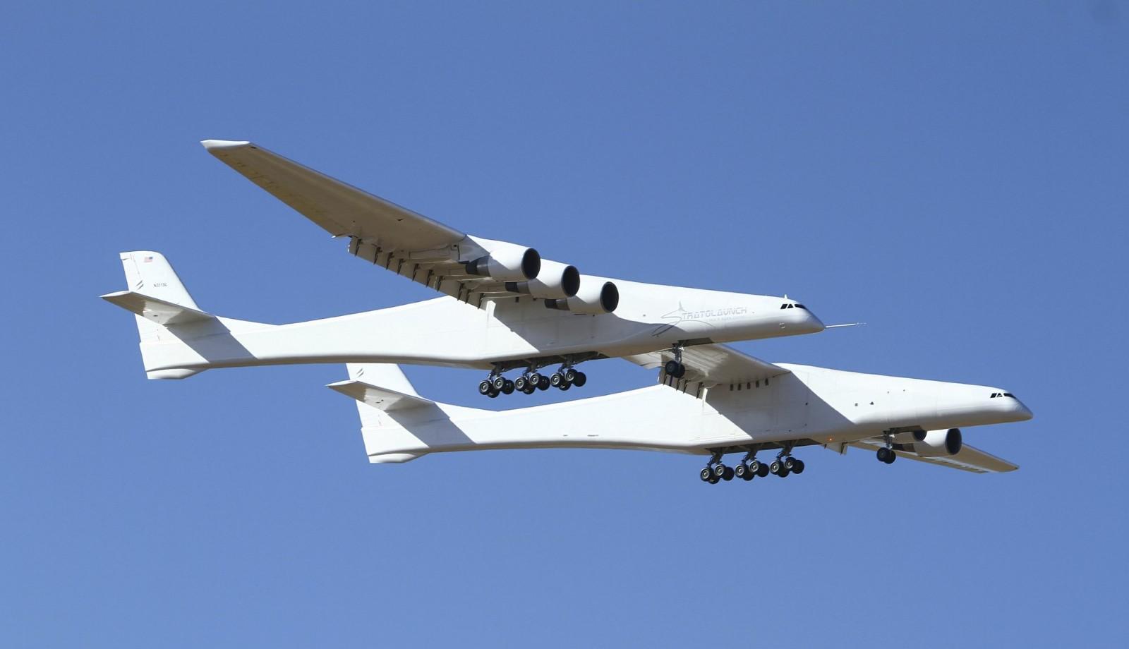 拥有世界最长翼展飞机首飞成功 六引擎可载三颗卫星火箭_图1-1