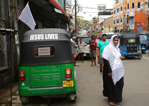 爆炸后的斯里兰卡:穆斯林不准戴面纱,天主堂不敢做弥撒_图1-4