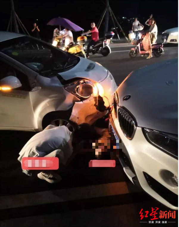 事故现场图片显示,共享汽车右前方受损