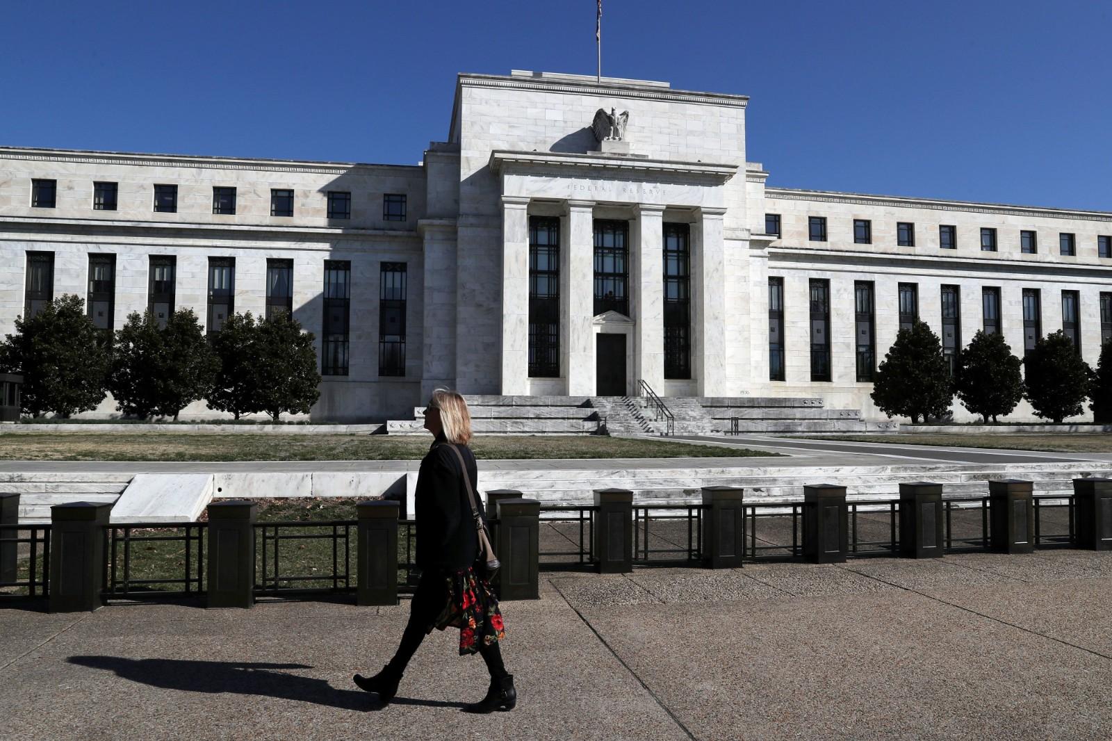 联储会维持6月利率不变 但近半委员预期年内降息0.5百分点_图1-1