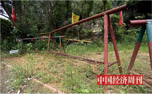 p21-2 带铁刺的路障,黄志贤的保安队曾用这类器具与凤凰别墅山庄的业主对峙。《中国经济周刊》记者胡巍| 摄