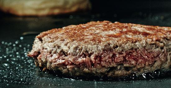 Impossible Foods公司的人造肉汉堡馅。图/IC
